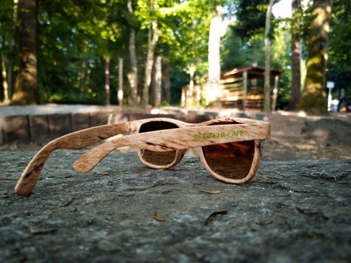 Bertschi-Kaffee-Sommeraktion: Brille im Holz-Look
