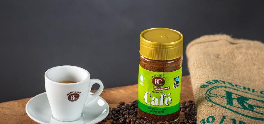 Der Instant Kaffee wird schnell und simpel zubereitet